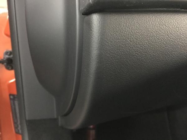 ジャガーFタイプ グローブボックス破れ補修|東京 板橋区