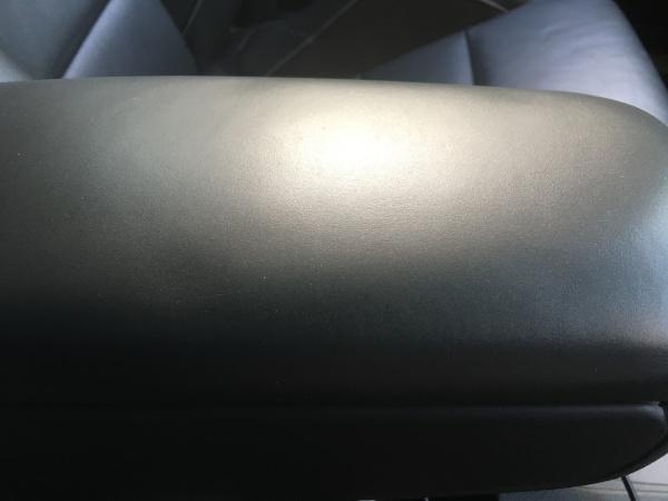 アウディRS4 レザーシート センターコンソールボックス 補修|東京 世田谷区