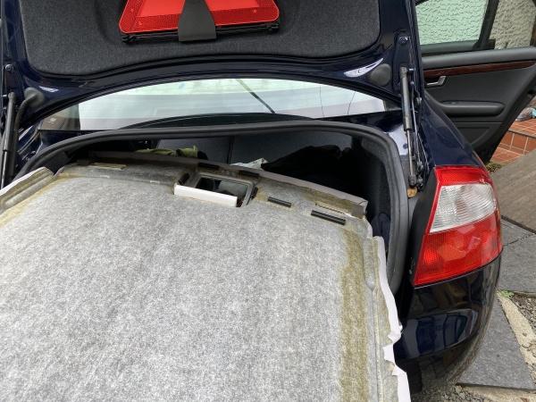アウディ A4 天井 剥がれ 垂れ 張替え|東京 新宿区